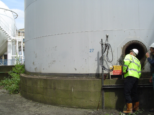 Cleaning-Tank-Vessel-Confined-spaces-Fish-Oil-Tank-Purfleet-Access-Port.png