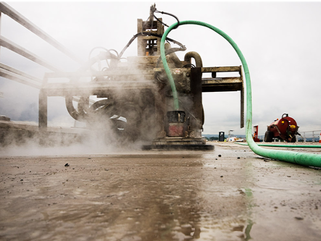 Surface-Preparation-Steel-Corrosion-and-Rust-removal-on-petrochemical-tank.png