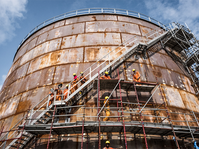 Surface-Preparation-of-Corrosion-on-Oil-and-Gas-Storage-tanks.png