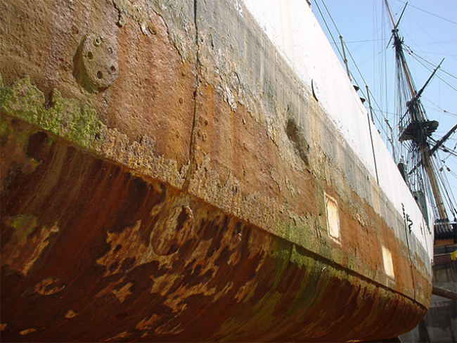 Surface-preparation-of-steel-ship-hull-using-limpet-water-jetting-blast-head-1.png