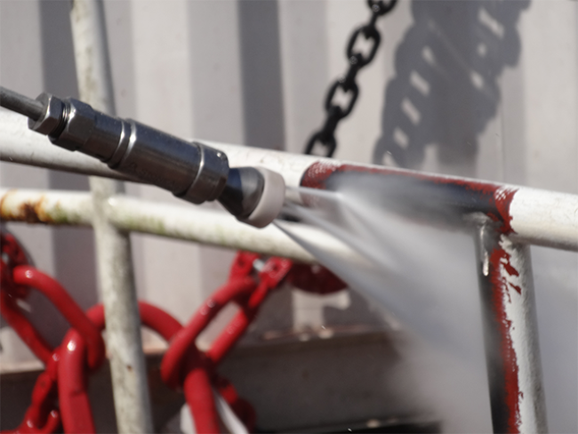 UHP-Spinning-Nozzle-Close-Up-Surface-Preparation-Removing-Coatings-Steel-1.png