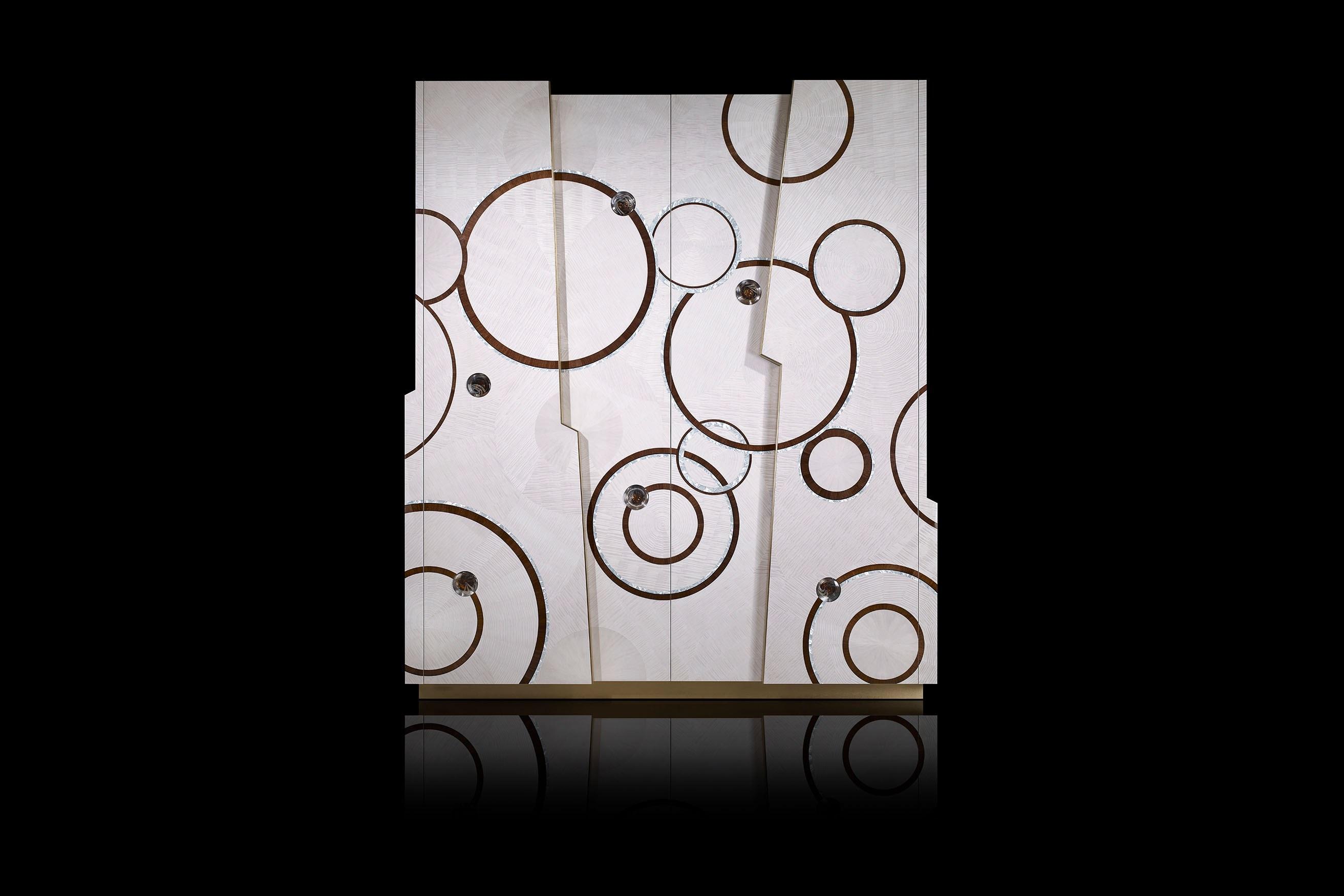 Kaleidoscope armoire main